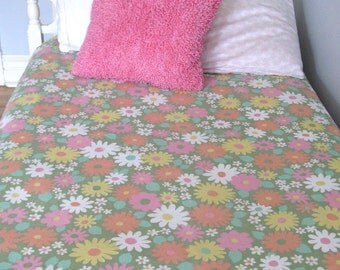 Vintage cotton beadspread with Fun Pink Funky Daisy Flowers girl bedroom decor