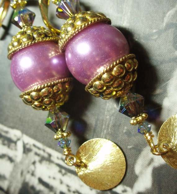 The Pasha's Jewels.......Lavender Pearls and Brushed Gold Disc Earrings