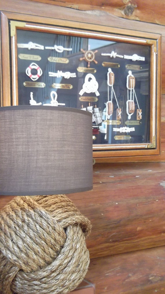 One knotty lamp - brown shade