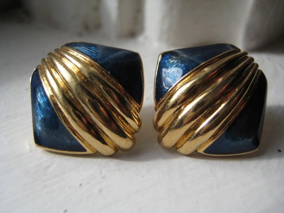 Vintage 80's Avon // Blue Enamel Seashell Earrings Clip on