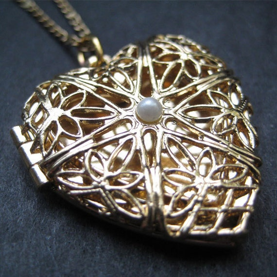 Vintage 80's Avon // Gold Heart and Pearl Locket