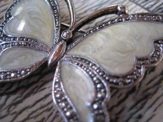 VINTAGE 80'S AVON \/\/ MARCASITE BUTTERFLY \/\/ FAUX MOTHER OF PEARL