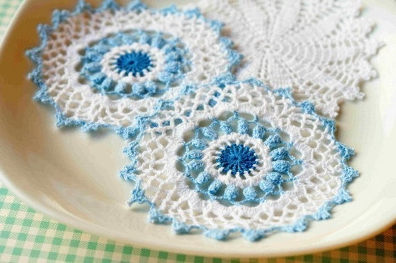DOILY LOVE set of three pretty white and blue