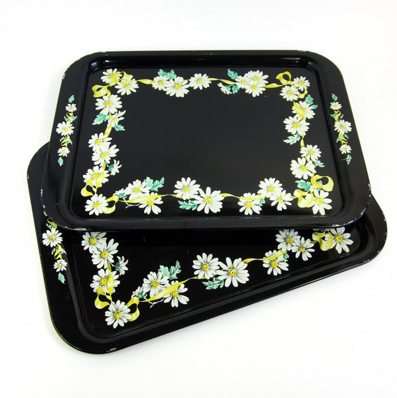 Vintage 1950s Tray / 50s Tin Serving Trays Set of 2 / Black with White Daisy Border / Country, Shabby, Retro Kitchen Serving Tray