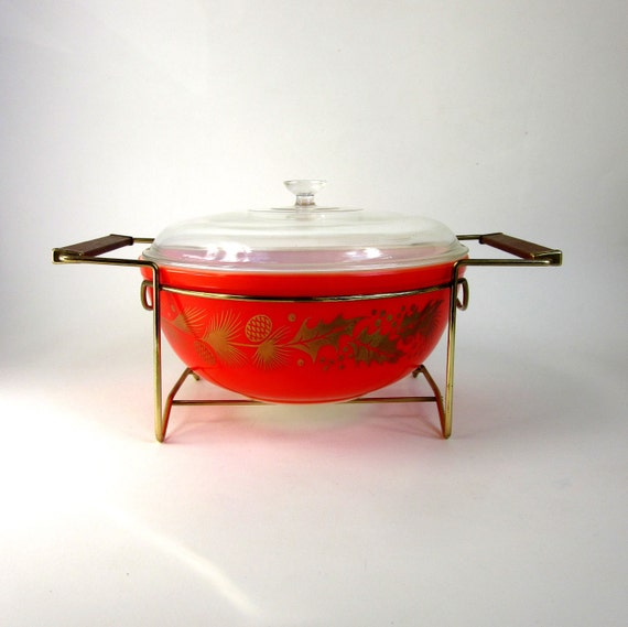 Pyrex Golden Leaf Lidded Casserole with Warming Cradle 60s Like New