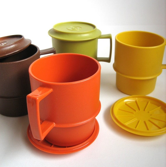 Vintage Stackable TUPPERWARE Mugs with Matching Lids-Coasters