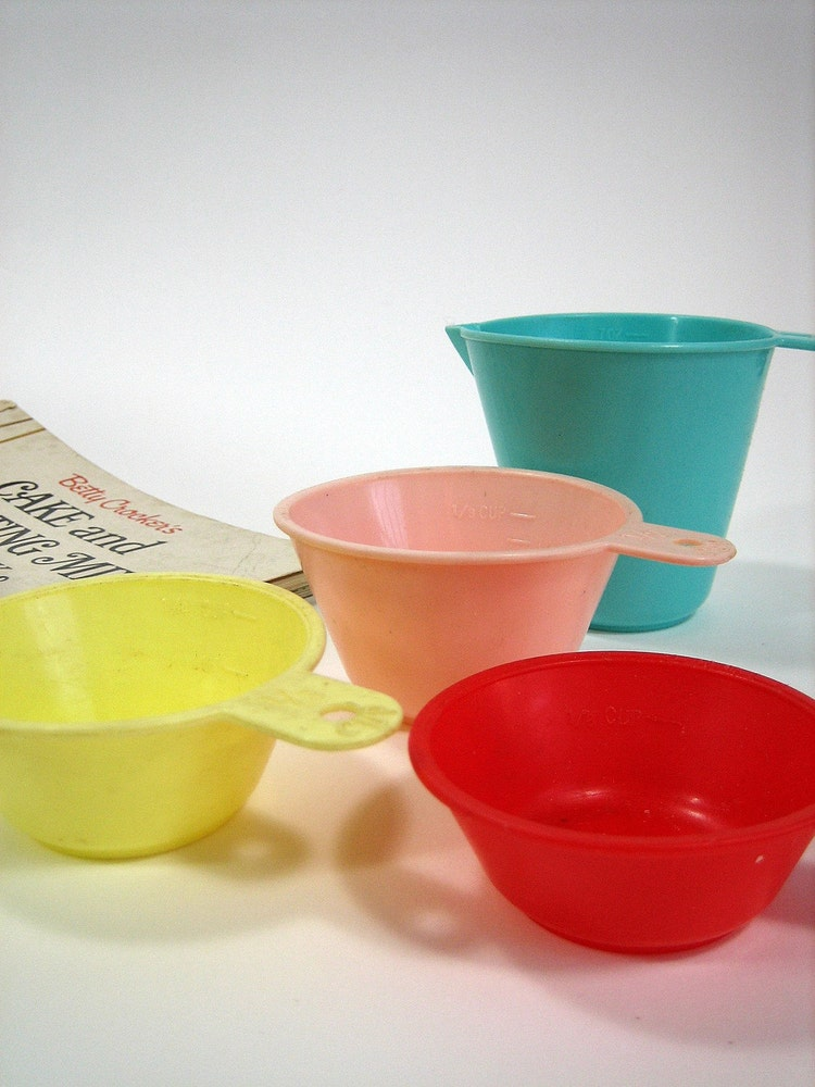 Colorful Retro Plastic Measuring Cups 50s By Attysvintage