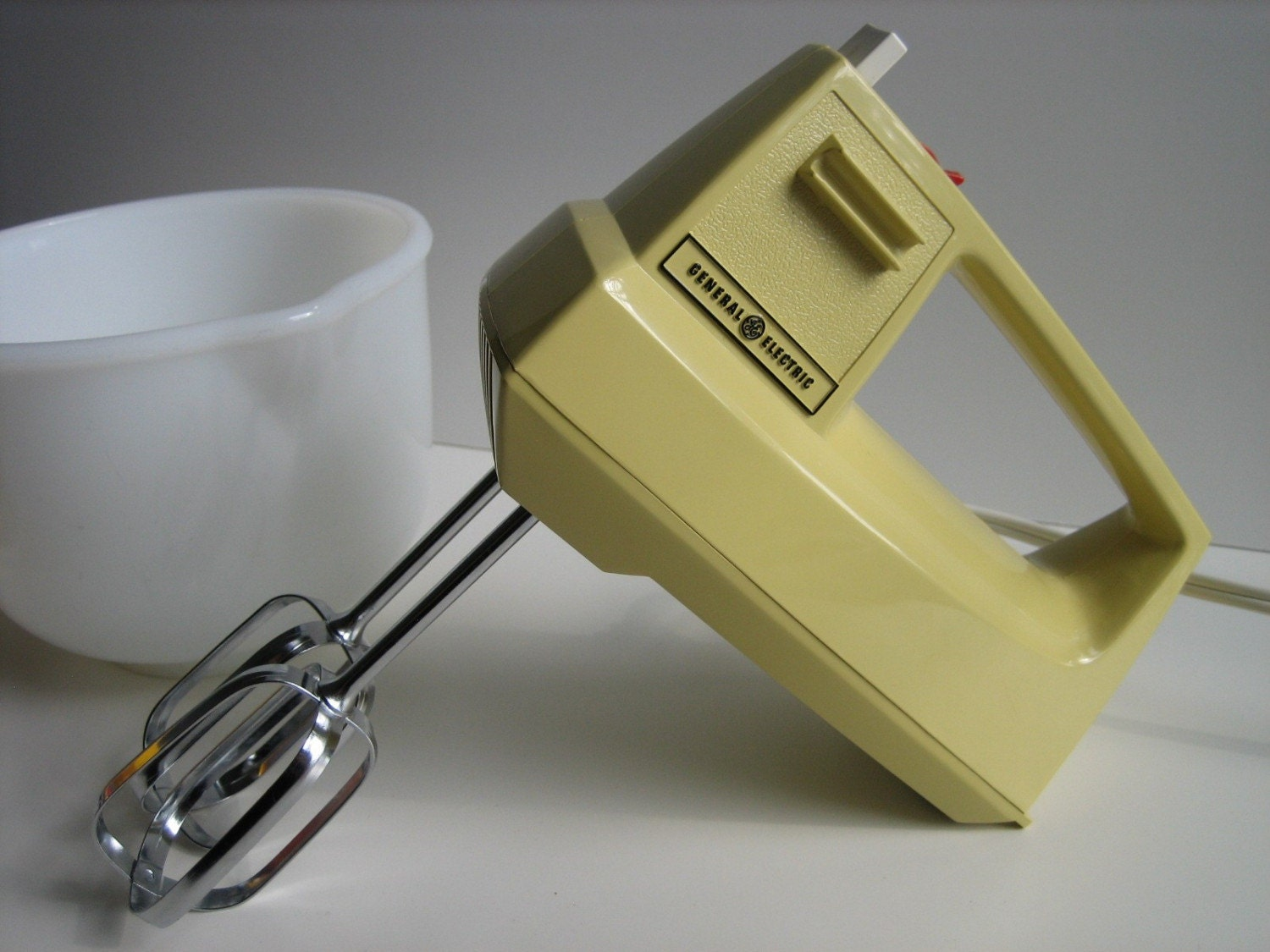 Electric Hand Mixer ~ Custom portable hand mixer by general electric harvest gold