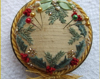 PP3 Holly & Mistletoe Gold Jewel pincushion Pattern and Print kit