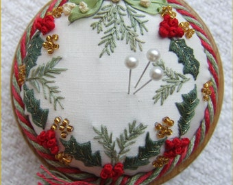 PP3 Holly & Mistletoe Christmas pincushion Pattern and Print kit