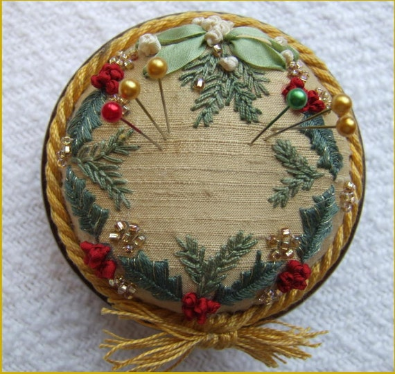 PP3 Holly and Mistletoe Gold Jewel pincushion Pattern and Print kit