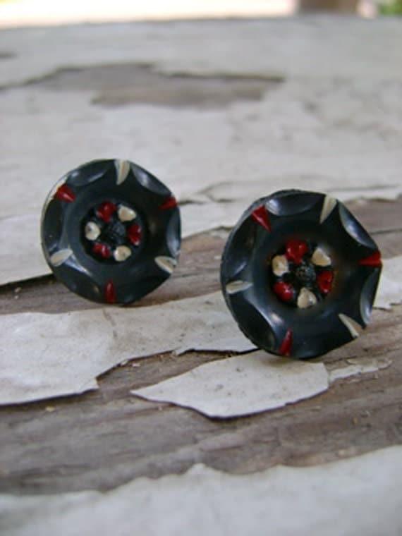 vintage button earrings. dark gray stud earrings - kleinen