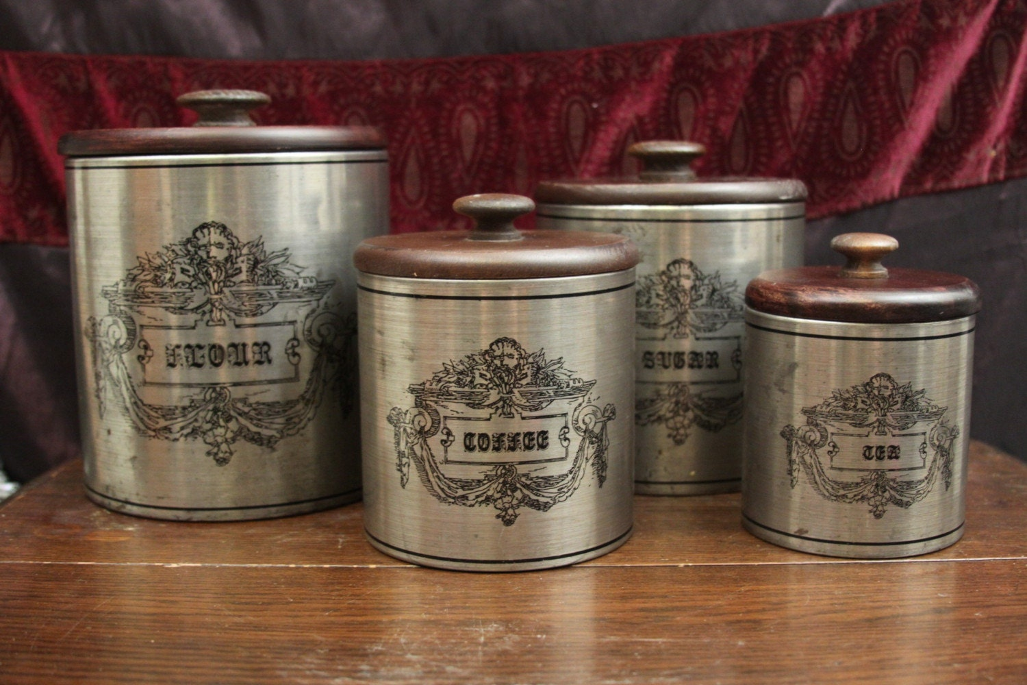 Fantastic old fashioned country kitchen canister set flour for Kitchen kitchen set