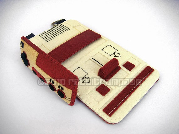 Felt Famicom Case with Controller Keychain