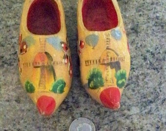 Holland Miniature Wooden Shoes // Vintage Holland Wooden Painted Shoes