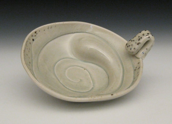 bulgy celadon bowl with handle and white gold luster