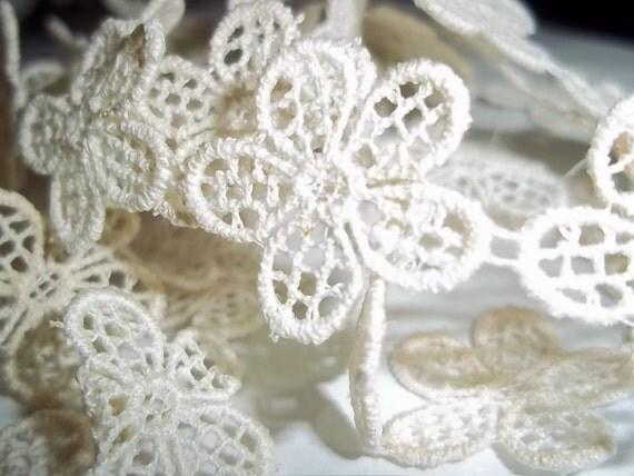 Vintage lace..pretty gossamer flowers 2 yds