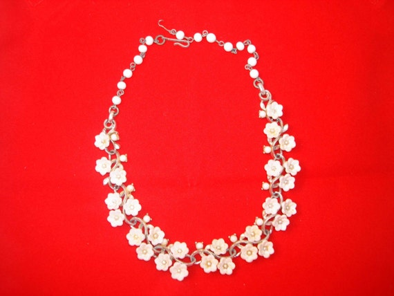 Vintage White Floral Necklace