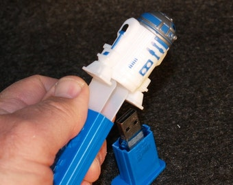 8 gb Flash Drive / R2 Candy Dispenser