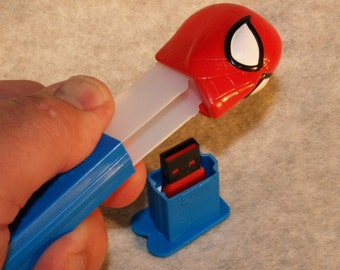 8GB Flash Drive / Spiderman Candy Dispenser
