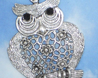Large Daisy Screech Owl with Black Crystal Eyes Antique Silver Tone Pendant (P779)