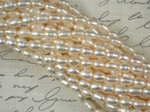 Lovely Cream White Oval Freshwater Pearls - Full 16 inch Strand (4140)