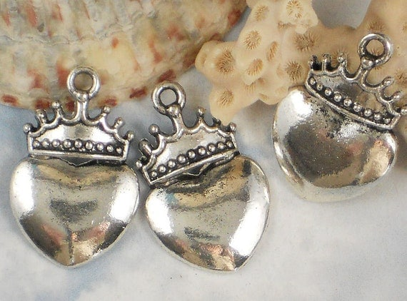 6 Silver Crowned Heart Charms Pendants Antiqued Pewter 28mm x 18mm (P617)