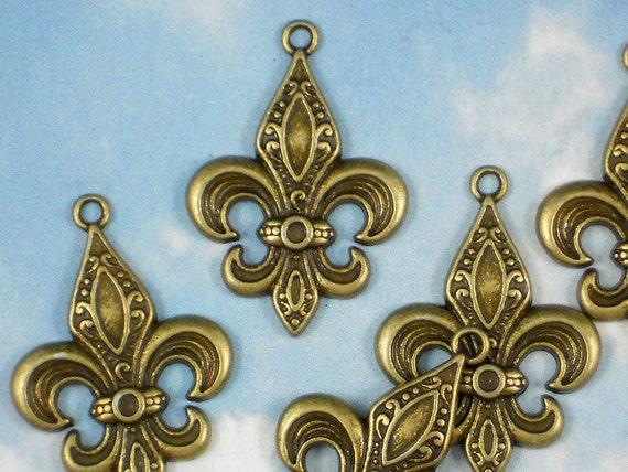 RESeRVE For LVH123 - 12 Fleur de Lis Charms Antiqued Pendants (P907 -6  P846 -6)