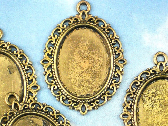 8 Cameo Cabochon Holder Bezel Blanks Antique Gold Fancy Oval 25 x 18 mm Photo Setting Pendants - For Resin, Stone or Epoxie  (P942)