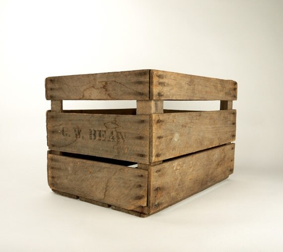 Vintage wooden c w bean orchard apple fruit field crate box for Vintage apple boxes