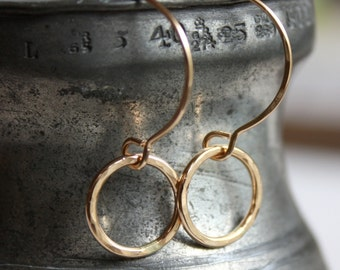 small hammered gold earrings | small gold circle dangle earrings | gold everyday earrings