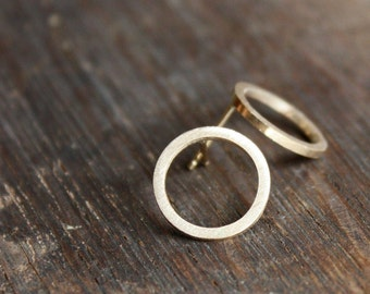 recycled 14K gold circle post earrings | classic gold everyday earrings | ecofriendly gold circle stud earrings