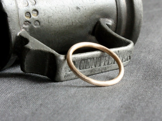 recycled 14K yellow gold brushed band