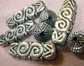 Silver Swirl Plastic Beads, Supplies