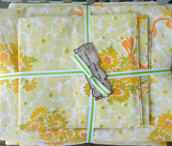 Vintage twin sheet set in yellow and orange flowers