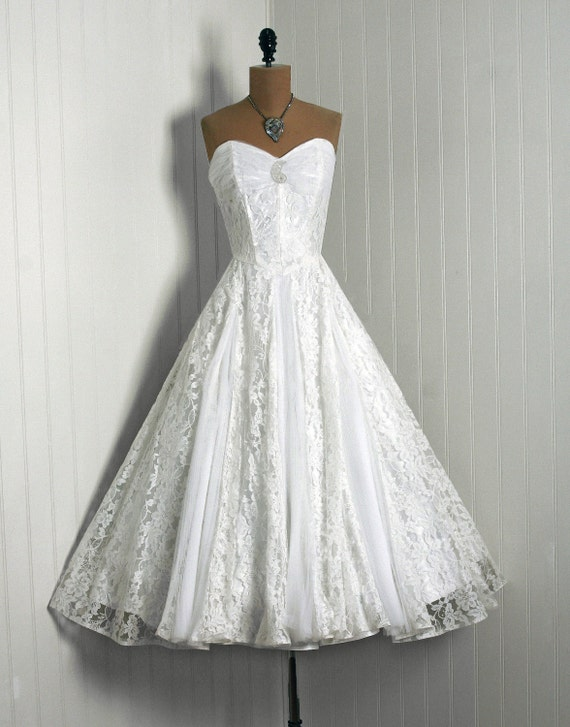 Items similar to 1950 39 s vintage crisp white lace pleated for Circle skirt wedding dress