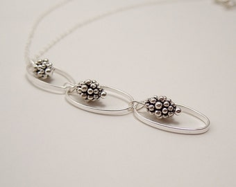 Stacked Daisy Beads in Ovals Necklace