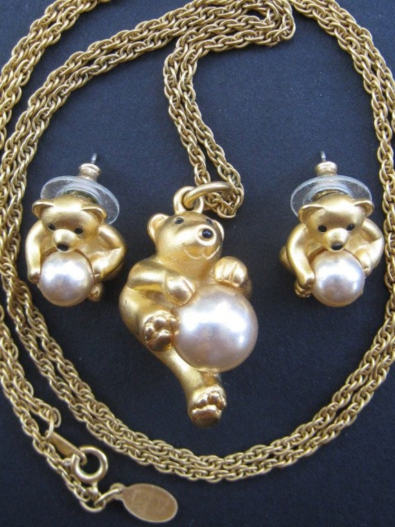 Joan rivers pooh bear pearl pendant necklace and earrings for Joan rivers jewelry necklaces