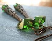 Green crystal earrings - Feeling Wicked - Elysia
