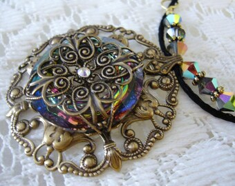Hidden Colors Victorian Necklace
