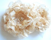Champagne-cream-gold romantic roses-Set of two-Vintage inspired-Bride,bridesmaid-Brooches, combs,hair clips, sach flowers