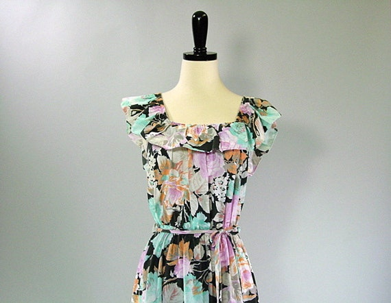 Vintage Floral Sundress / Peasant / RUFFLED BOHO / s-m