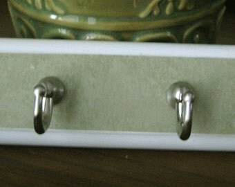 Lovely Little Wood Wall Hanger  Keys or Jewelry Holder Green Cottage Style  Wall Decor Home Decor