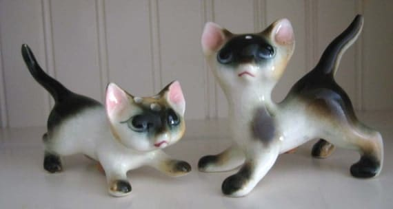 Vintage Siamese Cats Salt and Pepper Shakers