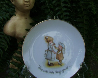 Vintage Holly Hobbie Porcelain Plate, Love is Little Things You Do, Gold Trim, Japan, World Wide Arts, 1973, Thank you Gift, Sister Friend
