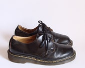 size 7 / 8.5 Black Leather 80s Doc Martens. oxford. made in UK.