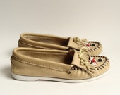 shoes 7 / beaded moccasins / Minnetonka moccasins / thunderbird / fringe loafers / shoes size 7 / vintage shoes