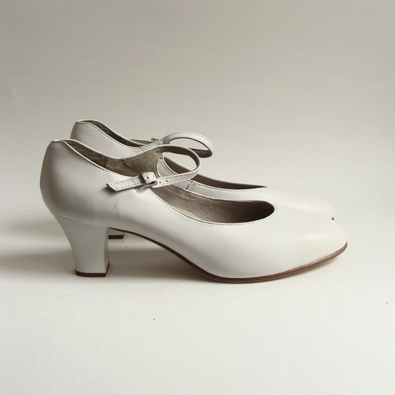 shoes 9 / white leather heels / mary janes / Capezio dance heels / brand new deadstock / shoes size 9