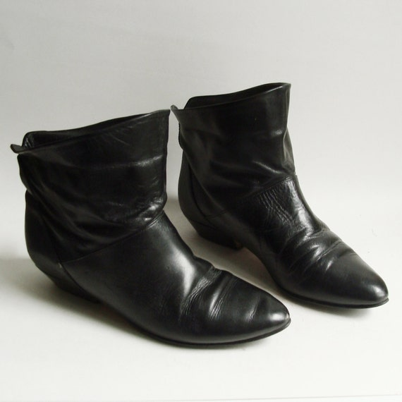 shoes 8 / black ankle boots / 80s 1980s ankle booties / cuffed boots / vintage boots / shoes boots 8