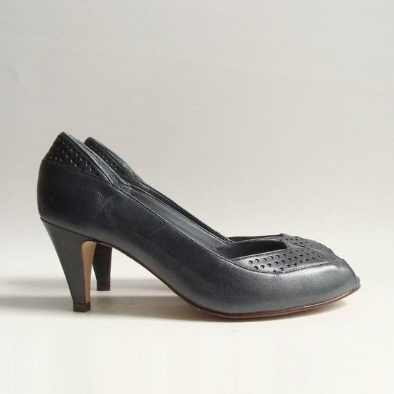 RESERVED shoes 6 / navy blue pumps / peep toe heels / 80s 1980s navy heels / shoes size 6 / vintage shoes